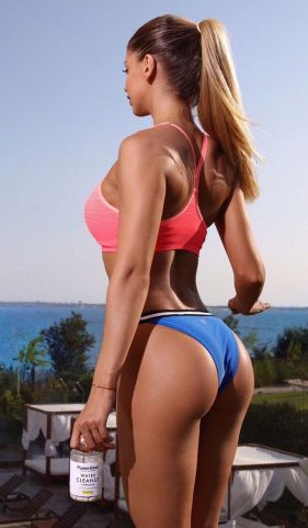 girl sportive bikini .jpg